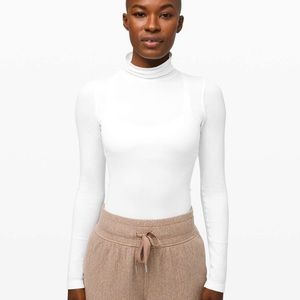 Lululemon Yin Vibes White turtleneck size 6